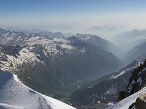 A gauche la très belle Nordend, et au fond la vallée de Macugnaga.