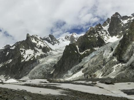 La longue montée au refuge Gonella, au coeur du très sauvage versant de Miage.