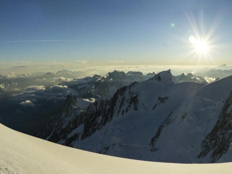 Arrivée au Dôme du Gouter avec le soleil.